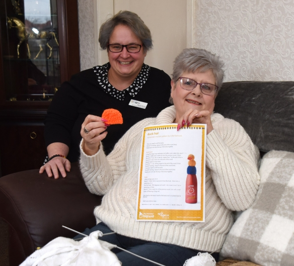 Naomi from the Falkirk Community Trust with Marion who has been taking part in Big Knit